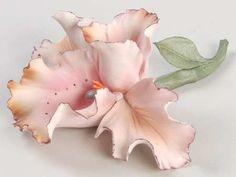 Capodimonte Capodimonte Giftware at Replacements, Ltd Ceramic Flowers, Clay Flowers, Glass Ceramic, Ceramic Art, Floral Centerpieces, Flower Arrangements, Vases, Peacock Decor, Vase Crafts