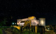 Castillos para dormir como reyes España cuenta con majestuosos castillos y alojamientos integrados en fortalezas transformados en hoteles.
