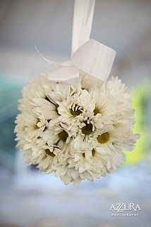 ball of daisy mums