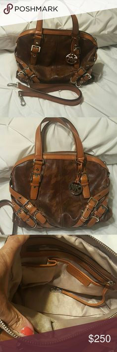 Authentic Michael Kors Handbag In new condition with crossbody strap and dust bag MICHAEL Michael Kors Bags