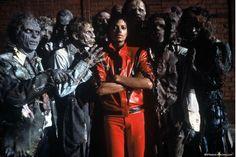 """ROMA – Oltre cento milioni di copie vendute nel mondo, trenta dischi di platino e otto Grammy ottenuti, 37 settimane al primo posto della classifica Billboard dei 200 dischi più venduti. Sono questi i numeri di """"Thriller"""", l'album di Michael Jacks..."""
