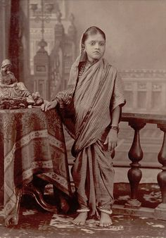 Vintage India photo -- typical navwari sari