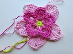 nice video tutorial for this crochet flower (in german)