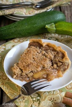 Mock Apple Crumb Pie (Made with Zucchini) - A Family Feast® Apple Pie Recipes, Fruit Recipes, Sweet Recipes, Dessert Recipes, Desserts, Dessert Ideas, Lunch Recipes, Yummy Recipes, Zucchini