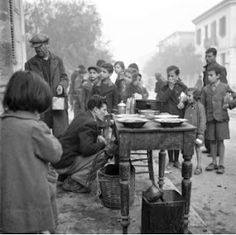 Soup-kitchen during the German Occupation, 1941 Photo: Papaioannou Voula Th. Old Time Photos, Old Pictures, Greece Photography, Street Photography, Greece Tours, Benaki Museum, Greece History, Yesterday And Today, Athens Greece