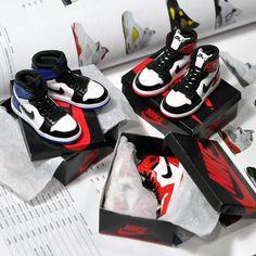 Complete Packaging_  _Nike 'Air Jordan 1' / 1:6 scale replica_  _handmade by kiddo  #airjordan #aj1 #nike #fragmentdesign #blacktoe #chicago #replica #sneaker  #포장완료