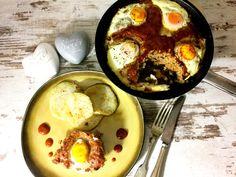 Hackfleisch-Ei-Törtchen - einfaches Rezept mit Hackfleisch, Eiern, roter Currypaste, Zwiebeln, Gewürzen und Senf. Gesundes Abendessen ohne Kohlenhydrate.