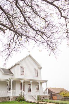 Industrial Farmhouse, Rustic Farmhouse, Farmhouse Style, Barn Wedding Inspiration, Wedding Ideas, Wedding Planning, Old Farm Houses, Historic Homes, Curb Appeal
