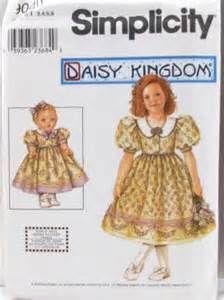 Daisy kingdom 9040 - Size 7-8-10-12-14 1999 and doll pattern