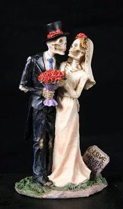 Lace Wedding Cakes Two skeletons prepare for marriage for all eternity in this Love Never Dies Skeleton Wedding Cake Topper. It suggests themes ranging from gothic inspired, day of the dead, spooky Halloween skeletons. Halloween Wedding Cakes, Theme Halloween, Halloween Skeletons, Spooky Halloween, Spooky Food, Halloween Foods, Halloween 2015, Halloween Photos, Halloween Cakes