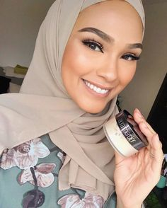 This Laura Mercier Translucent Setting Powder to set your makeup. | 18 Holy-Grail Beauty Products These Gorgeous Makeup Gurus Swear By