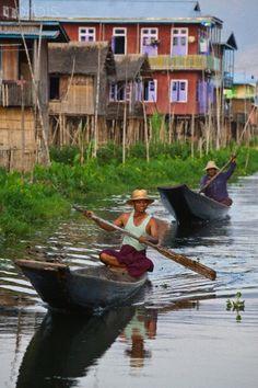 Lake Inle, Burma Wij mochten van de regering op het laatste moment geen trekking daar naar toe. Moesten met de taxi. Lake Inle is heel apart ! At the last moment we were denied a trekking tour by the military, so we went by car. It's a very peculiar place.
