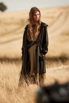 Belstaff Spring 2017 Ready-to-Wear Collection Photos - Vogue Spring Fashion 2017, Fashion Week, Fashion Show, Autumn Fashion, Women's Fashion, Fashion Trends, Outdoor Photography, Fashion Photography, Belstaff