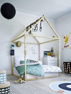 Łóżko dziecięce, łóżko w kształćie domu, drewniane łóżko, styl skandynawski. Zobacz więcej na: https://www.homify.pl/katalogi-inspiracji/37252/lozka-dla-dzieci-12-fantastycznych-pomyslow