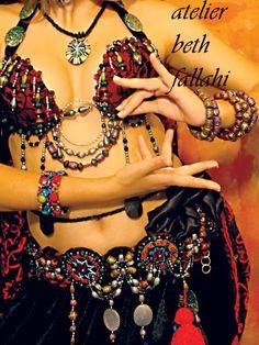Dança do Ventre Vinhedo - Atelier Beth Fallahi Sister Studio®: Nosso primeiro modelo de figurino tribal...