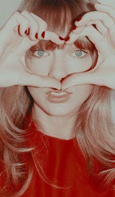 ❃Tᴀʏʟᴏʀ Sᴡɪғᴛ❃ 700 X. Long Live Taylor Swift, Taylor Swift Hot, Taylor Swift Songs, Red Taylor, Taylor Swift Pictures, Taylor Swift Wallpaper, Swift Photo, Red Aesthetic, American Singers
