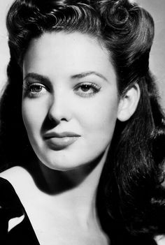 Linda Darnell (Monetta Eloyse Darnell), daughter of a post office worker & his wife. Her mother encouraged her to model. By age 11 she was modeling clothes for an area department store.  While a popular movie star, she was spending a weekend with friends & their house caught fire in the night.  She thought one of the children was in the flames & ran inside to save her. She died in the fire, everyone else managed to escape. http://www.imdb.com/name/nm0001105/
