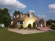 Golden igloo shape residence. GEOPA is able to create more pop Geodome★ http://www.facebook.com/pages/%E3%82%B8%E3%82%AA%E3%83%89%E3%83%BC%E3%83%A0Geodome/207739045962846 Come to our FB site and click LIKE ♪