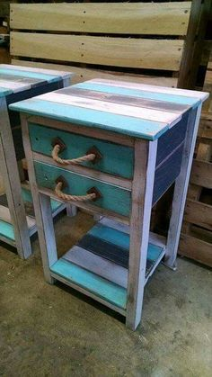 Pallet Furniture Small side tables out of pallet wood - If the idea is to build some DIY Bathroom Pallet Projects, embrace the catalog of what to make with pallets. Pallet Crafts, Diy Pallet Projects, Wood Crafts, Wood Projects, Woodworking Projects, Pallet Ideas, Furniture Projects, Pallet Designs, Teds Woodworking