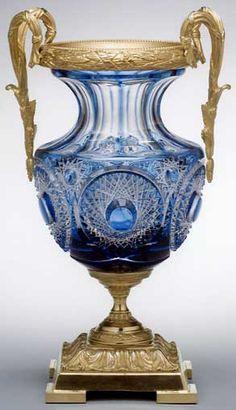 Google Image Result for http://www.farea.com/artists_createurs/benito_crystal_home_decoration/crystal_vases/handmade_crystal_vase_2.jpg  PRECIOSAMENTE INUTIL...FRAGIL---ARTE SUNTUARIO----DELICIOSO PARA PONER UNAS FLORES BLANCAS RETIRADAS DE TU JARDIN.....AHORA QUE AUMENTARON EL IVA EN LAS FLORISTERIAS !!!!! SI NO TENEIS JARDIN COMPRAD FLORES MAS GENTE .....NO DEJEIS QUE CIERREN NI UNA SOLA FLORISTERIA DE ESPAÑA....PORQUE ES DELICIOSAMENTE INUTIL ,O TAL VEZ  NO ??...