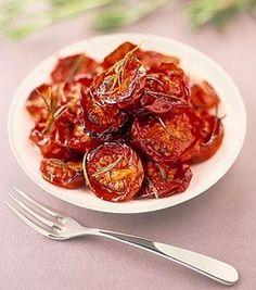 Tomates confitados al horno | Receta de Narda Lepes | Recetas faciles Vegetarian Cooking, Cooking Recipes, Healthy Recipes, Yummy Veggie, Vegetable Recipes, Red Vegetables, Veggies, Chutney, Deli Food