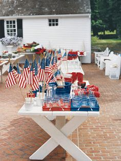 Cottage Making Mommy: Summer Inspiration Fun and easy idea to set a table from Memorial Day to Labor Day. Patriotic U. Fourth Of July Food, 4th Of July Party, July 4th, Patriotic Party, Patriotic Decorations, Patriotic Crafts, Holiday Decorations, Seasonal Decor, Holiday Ideas