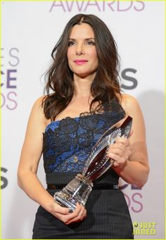 Sandra Bullock - People's Choice Awards 2013 Winner! Sandra looked gorgeous in a Vera Wang corset and pencil skirt with Jimmy Choo shoes, a Narciso Rodriguez clutch, and an Amrapali chain bracelet.