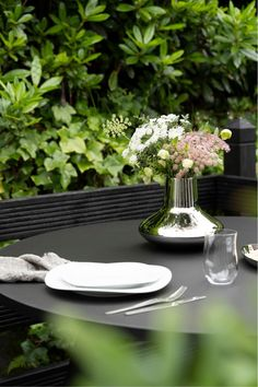 Black garden patio space with green garden views. Georg Jensen dinnerware and home ware set outside. Outdoor inspiration. Minimal table setting. #garden #outdoor #georgjensen #tablesetting #patio #danishdesign Outdoor Table Settings, Outdoor Dining, Outdoor Spaces, Scandinavian Living, Scandinavian Design, Black Wood Stain, Beautiful Home Gardens, Home Decor Vases, Organic Shapes