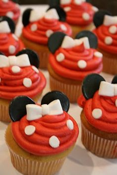 SO adorable~ easy too..!!  I'm thinking Jr Mints for the tiny cupcakes and maybe the smaller version of a york peppermint patty for regular size cupcakes!  So.Flippin.Cute!