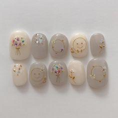 No photo description available. Bridal Nails, Wedding Nails, Trendy Nails, Cute Nails, Belle Nails, Japan Nail, Nail Pops, Kawaii Nails, Gem Nails