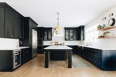 Tuxedo Kitchen by reDesign home, a collaborative interior design studio with location in Chicago and Detroit, focused on creating beautiful, livable spaces tailored to each clients' unique lifestyle. #kitchendesign #blackandwhite #brasslighting #kitchendecor #palatinenewbuiltproject #farmhousekitchen