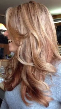 Lighter ashy - Dimensional rose gold by UK colorist Kelly Louise Brett. This hair color looks great on a long haircut with layers. Corte Y Color, Gorgeous Hair, Beautiful, Hair Color And Cut, Hair Affair, Gold Hair, Great Hair, Looks Cool, Hair Today