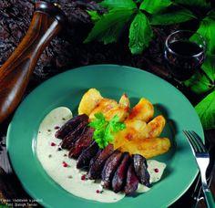 Vadkacsamell háromborsmártással Sausage, Meat, Ethnic Recipes, Food, Sausages, Essen, Meals, Yemek, Eten