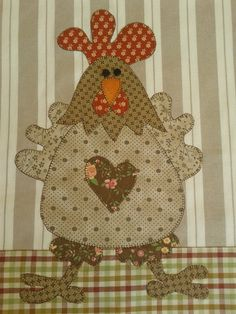 Pano De Prato colorido galinha | Arti In Panno | Elo7 Applique Templates, Applique Patterns, Applique Quilts, Applique Designs, Quilt Patterns, Embroidery Applique, Chicken Crafts, Chicken Art, Patch Quilt