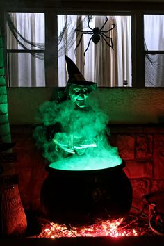 Learn how to make a witches cauldron prop for halloween with this step by step tutorial by using comon household items and tools! Vintage Halloween Decorations, Halloween Party Decor, Holidays Halloween, Halloween Crafts, Halloween Witches, Scary Halloween Yard, Haunted House Decorations, Haunted House Props, Haunted Houses