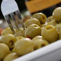 Gloria Ferrer Marinated Olives: This classic tapas recipe is easy to prepare and delicious at a variety of occasions.
