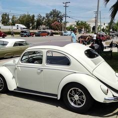 Stephan's oval at one of many, Mooneyes open houses ! #dkp #dkpvw #dkpvwclub #clubcar #derkleinerpanzers #callook #socal #carsofinstagram #picoftheday #wheels #stance #aircooled #vw #volkswagen #48ida #california #vintage #classic #ragtop #oldschool #ovalwindow #cars If Reblogging Please Credit !