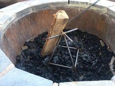 Metal Projects, Welding Projects, Diy Welding, Fire Pit Backyard, Backyard Patio, Cool Backyard Ideas, Fire Pit Landscaping, Fire Pit Grate, Cool Fire Pits