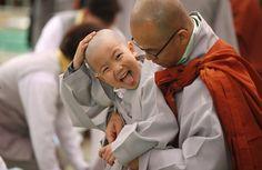 Niños se transforman en monjes budistas