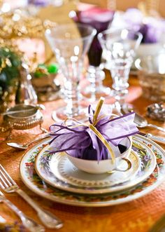 Love the purples on this tablescape