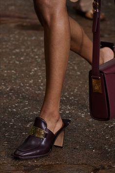 Lanvin, Vogue Paris, Sneakers Fashion, Fashion Shoes, Runway Shoes, Shoe Gallery, All About Shoes, Shoe Show, Office Fashion