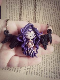 Morgana necklace, League of legends. fimo / polymer clay by Ladyarcoiristienda . Fimo Polymer Clay, Polymer Clay Halloween, Polymer Clay Figures, Polymer Clay Jewelry, Geeks, Morgana League Of Legends, How To Make Clay, Clay Dragon, Clay Charms