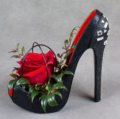Valentine's Day or love and other catastrophes come to mind with these gorgeous waterproof shoes for flowers. Creative Flower Arrangements, Silk Floral Arrangements, Deco Floral, Arte Floral, Muses Shoes, Jeweled Shoes, Shoe Crafts, Flower Shoes, Decorated Shoes