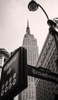 Empire State Building - Located in Midtown Manhattan, the 102-storey building was the tallest in the world for nearly 40 years before the World Trade centre took over and later passed on the title to Burj Khalifa in Dubai. | Top 10 Reasons to Visit New York