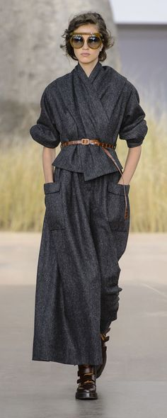 A look from Christian Dior Haute Couture Fall Photo: Imaxtree. Fashion Weeks, Fashion 2017, Look Fashion, Runway Fashion, Fashion Show, Autumn Fashion, Fashion Outfits, Womens Fashion, Fashion Design