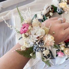 リストブーケ(ナチュラルホワイト) | ハンドメイドマーケット minne Crown, Jewelry, Corona, Jewels, Schmuck, Jewerly, Jewelery, Jewlery, Fine Jewelry