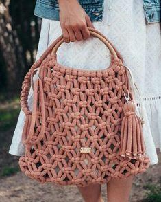 Macramê passo a passo - Faça em casa a tendência da vez Macrame Purse, Macrame Knots, Macrame Jewelry, Crochet Fabric, Diy Crochet, Diy Storage Couch, Handbag Tutorial, Underwear Pattern, Diy Bags Purses
