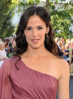 Jennifer Garner does look like my Media Studies teacher at a local school