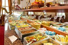 Das Zarenfrühstück servieren wir unter der Woch von 07.00 bis 10.00 Uhr und am Wochenende von 07.00 bis 11.00 Uhr. Im Sommer lädt unsere gemütliche Sommerterasse zum Frühstück ein.