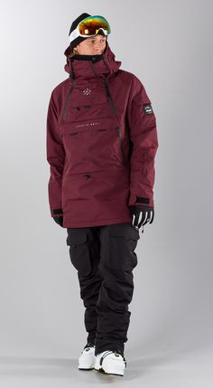 36 Elegant Snow Outfit Ideas For Feeling Comfort When Snow Coming - West-coasters don't have it so bad, but for all the Northeastern and Midwestern fashion lovers, snow can be a serious wardrobe inhibitor. Snow is cold. Snowboarding Outfit, Snowboarding Jackets, Mens Ski Wear, Freeride Ski, New Man Clothing, Ski Equipment, Snow Outfit, Mens Skis, Ski Gear